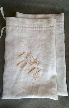 Linen Towels, Linen Bag, Embroidery Thread, Embroidery Patterns, Bread Storage, Bread Bags, Muslin Fabric, Embroidered Bag, Natural Linen