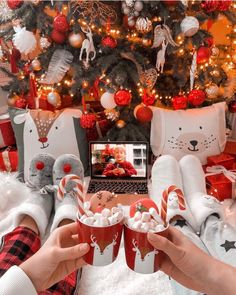 It's 94 days until Christmas Eve! Cosy Christmas, Christmas Feeling, Days Until Christmas, Christmas Room, Merry Little Christmas, Christmas Movies, All Things Christmas, Christmas Countdown, Christmas Wonderland