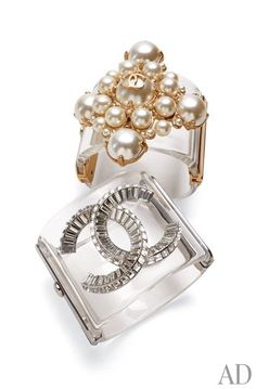 Chanel's Plexiglas cuffs—embellished with a cross of glass pearls or the brand's trademark interlocking C's outlined in crystals—are dazzling statement pieces. Jewelry Accessories, Fashion Accessories, Jewelry Design, Fashion Jewelry, Unique Jewelry, Work Fashion, Coco Chanel, Moda Outfits, Pamela