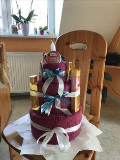 Hab dann mal heute meine erste Handtuchtorte zum Geburtstag ausprobiert! Christmas Gifts, Cake, Ideas, Presents For Mom, Stocking Stuffers, Birthdays, Diy Gifts, Christmas Decorations, Craft Gifts