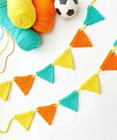 Best Crochet Designs Best New Home Accessories Free Crochet Patterns Easy Crochet Projects, Crochet Patterns For Beginners, Crochet Blanket Patterns, Crochet Bunting Free Pattern, Knit Patterns, Crochet Ideas, Crochet Garland, Crochet Doilies, Crochet Flowers