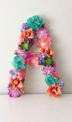 Flor personalizada carta carta Floral arte de por BegoniaRoseCo. Moana birthday party. Floral letter decor