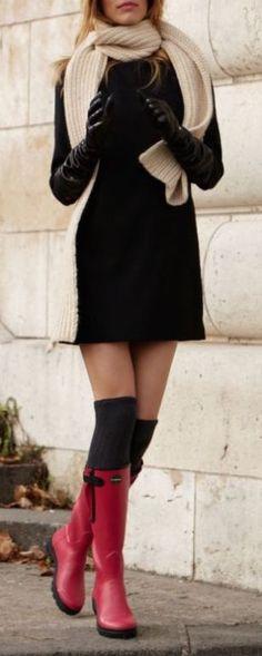 #winter #fashion / black knit dress + red color pop