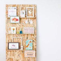 Ma planche d'inspirations déambulante en train de prendre un bain de soleil dans un coin de bureau おそらく隔週で配置が変わるであろう気まぐれムードボード。 憧れの新オフィスに入って早一ヶ月。 自分の好きなものだけを凝縮した空間でお仕事ができるのは本当に幸せ。 #atelier #moodboard #inspirations #création #graphicdesign #office #working #planche #présentation #composition #interior #white #wood #cadre #japon #france
