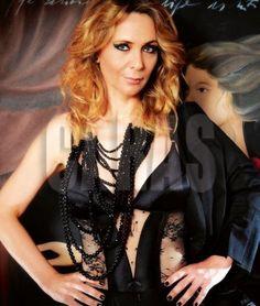 Separada de Doman, Evelyn se destapa para una revista en una producción hot http://www.ratingcero.com/c104616