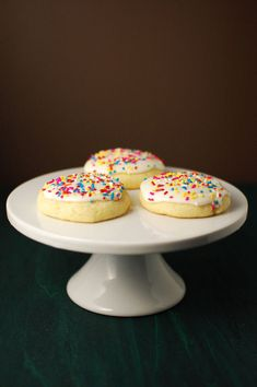 "make your own ""supermarket soft sugar cookies with thick frosting"" Soft Frosted Sugar Cookies beantown baker Soft Frosted Sugar Cookies Recipe, Gluten Free Sugar Cookies, Sugar Cookie Frosting, Candy Cookies, Cookie Desserts, Cookie Recipes, Dessert Recipes, Dessert Dishes, Delicious Desserts"