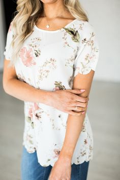 *this item cannot restock, if you love it - get it!* A gorgeous floral tee to livin' up any jeans & tee day! 100% Polyester,hand wash recommended See Halle's sizing HERE, she is wearing size Small