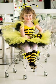 Cute and Spooky Halloween Costumes for Toddlers - Hike n Dip Little Girl Costumes, Toddler Costumes, Costume Carnaval, Carnival Costumes, Spooky Halloween Costumes, Halloween Kids, Halloween Night, Halloween Disfraces, Kind Mode
