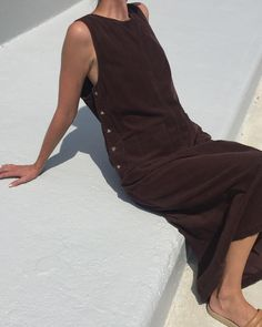 "739 mentions J'aime, 6 commentaires - Na Nin Vintage (@naninvintage) sur Instagram : ""Vintage chocolate corduroy full length dress with front pockets and side button detail, best fits…"""
