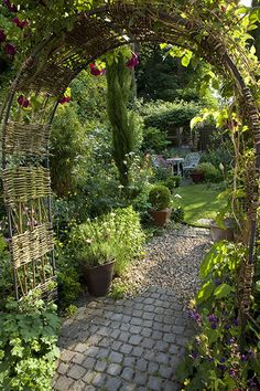 Gardens: Urban Idyll: Urban idyll 4 diy garden design Gardens: Urban idyll - in pictures Diy Garden, Garden Cottage, Dream Garden, Garden Paths, Garden Projects, Garden Arbor, Outdoor Projects, Shade Garden, Tower Garden