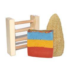 Kit-ul conține: 1 x SĂPUN NATURAL TRICOLOR100 gr. +/- 10 gr. ℮ 1 x SAVONIERĂ LEMN 1 x LUFĂ – BURETE 100% NATURAL Începe și încheie ziua cu un mic ritual SPA, chiar la tine... Wooden Toys, Kit, Wooden Toy Plans, Wood Toys, Woodworking Toys
