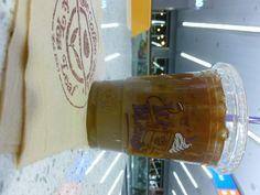 Koffie met ijs en melk. Gemaakt door Coffee Bean en tea leaf