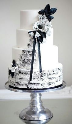 White Wedding Cakes Black and white colors scheme continues to be the most elegant one. We've already told you about black and white table settings, and now – let them eat cake! Black And White Wedding Cake, White Wedding Cakes, Beautiful Wedding Cakes, Gorgeous Cakes, Pretty Cakes, Amazing Cakes, Black White, Wedding Cupcakes, White Bridal