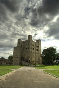 c Rochester Castle, Kent, England. Rochester Castle , one of the many properties owned by the disputed archbishopric of Canterbury , and an important fortification in the final years of John's reign. Medieval Life, Medieval Castle, Rochester Castle, Rochester Kent, Beautiful Castles, Beautiful Places, Palaces, Kent England, Visit England