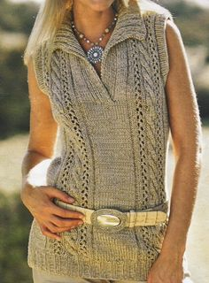 Top con escote polo - chunky beige sleeveless sweater w/ polo collar and cabled panels FREE knitting pattern in Spanish (hva) Knitting Stitches, Knitting Patterns Free, Knit Patterns, Free Knitting, Free Pattern, Vest Pattern, Knit Fashion, Crochet Clothes, Pulls