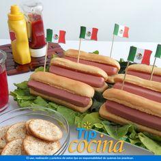 Hot Dogs. Si invitaste a varios amigos a casa, haz unas pequeñas banderas de México y colócalas con un palillo en los hot dogs. Todo lo necesario para preparar este tip lo encontrarás de venta en Walmart. SIEMPRE encuentras TODO y pagas menos.