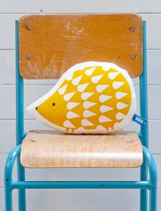 Hand Screen Printed Hedgehog Pillow in Mustard par robinandmould, £18.00
