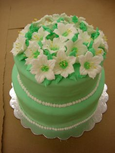 pinay_ako: class 3 cake project - this was my first mmf cake.. with royal icing flowers