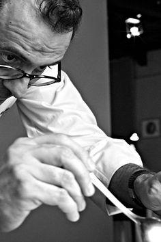 Massimo Bottura  ~ Osteria Francescana, Modena..sus platos son obras de arte. Italian Chef, Italian Recipes, Mario Batali, Chefs, Le Chef, Food Preparation, Food Styling, Food Art, Food Inspiration