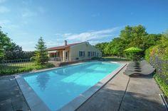 Abricotine  Vrijstaand vakantiehuis met eigen tuin en zwembad op kleinschalig domein  EUR 1311.69  Meer informatie  #vakantie http://vakantienaar.eu - http://facebook.com/vakantienaar.eu - https://start.me/p/VRobeo/vakantie-pagina