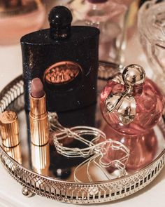 Uploaded by K_lara. Find pictures and videos about girls, lipstick and perfume on W … – Soy perfecta – … - Moyiki Sites Perfume Display, Perfume Tray, Perfume Scents, Perfume Bottles, Classy Aesthetic, Beige Aesthetic, Aesthetic Vintage, Perfume Organization, Makeup Organization