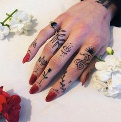 Hand Tattoos for Women The hand is a great place for a tattoo as you get to see the design whenever you want. Check out some of the best hand tattoos for women, both color and grey. Rebellen Tattoo, Tattoo Style, Nail Tattoo, Poke Tattoo, Piercing Tattoo, Hand Tats, Tattoos On Hand, Knuckle Tattoos, Siren Tattoo