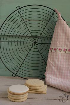 """GALLETAS DE MANTEQUILLA """"SIN GLUTEN"""" (IDEALES PARA DECORAR CON GLASA, FONDANT Y PAPEL DE AZÚCAR) - Atrapada en mi cocina"""