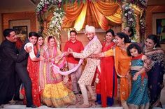 Adorable Pics from TV actors Divyanka Tripathi & Vivek Dahiya's Great #IndianWedding ~