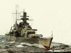 KSM Scharnhorst - Incrociatore da battaglia classe Scharnhorst - Entrata in servizio7 gennaio 1939 - Dislocamentostandard: 31.552 t a pieno carico: 38.900 Lunghezza complessiva: 235,4 sulla linea di galleggiamento: 229,8 m Larghezza30 m Pescaggio(a 38.100 t) 9,93 m Velocità31,65 nodi (58,6 km/h) Autonomia10.100 mn a 19 nodi (18.700 km a 35 km/h) Equipaggio1,968 (60 ufficiali, 1.909 marinai) - Affondata nella Battaglia di Capo Nord, 26 dicembre 1943 - solo 36 sopravvissuti.