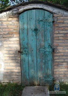 Honduras-beautiful turquoise door!
