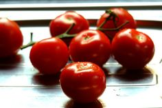 How to Produce the Best-Tasting Tomatoes - I Love Tomatoes Tips For Growing Tomatoes, Types Of Tomatoes, Grow Tomatoes, Backyard Vegetable Gardens, Tomato Garden, Watering Tomatoes, Pruning Tomato Plants, Determinate Tomatoes, Best Tasting Tomatoes