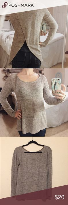 Neutral tulip sweater Greige/neutral tulip sweater. Very lightweight, perfect with jeans and boots! Good condition, light wear Sweaters