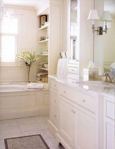 master bathroom ideas | Aproveitando o espaço com pequenas prateleiras,