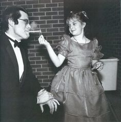 """Young Drew Barrymore with author Stephen King (probably during filming of """"Firestarter"""", 1984)"""