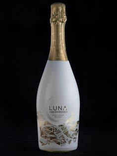 Luna de Murviedro on Packaging of the World - Creative Package Design Gallery