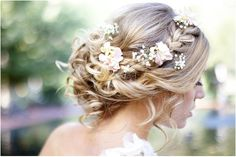 This cute hairstyle looks so good with a bridal flower crown