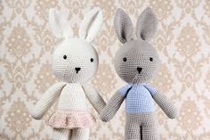 Hækleopskrift: Kaninerne Ella & Elliot. Danish pattern at a nice blog of a mom to be ;-)