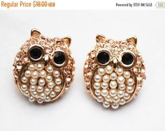 Owl Stud Pierced Earrings - White pearl - Champagne rhinestone - Rose gold - Figurine bird earrings