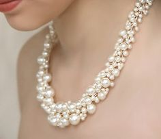 Gorgeous pearl necklae