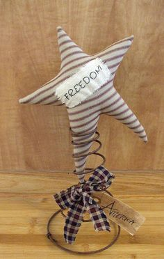 Primitive Americana Patriotic Star Makedo on Etsy, $18.00......I could easily make this, even have old bedsprings!! Bed Spring Crafts, Spring Projects, Spring Art, Summer Crafts, Holiday Crafts, Americana Crafts, Patriotic Crafts, July Crafts, Primitive Crafts