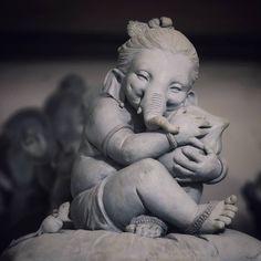 Make this Ganesha Chathurthi 2020 special with rituals and ceremonies. Lord Ganesha is a powerful god that removes Hurdles, grants Wealth, Knowledge & Wisdom. Shri Ganesh Images, Ganesha Pictures, Clay Ganesha, Ganesha Art, Ganesh Wallpaper, Radha Krishna Wallpaper, Krishna Radha, Inspirer Les Gens, Karma Yoga