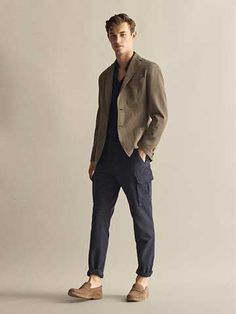 Discover the latest fashion for men at Massimo Dutti. Find men's trendy clothing, accessories and shoes from the Spring/Summer 2020 collection. Mens Smart Casual Outfits, Business Casual Attire For Men, Men Casual, Massimo Dutti Hombre, Pantalon Cargo, Men Style Tips, Stylish Men, Business Fashion, Menswear