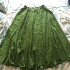 Vintage MixIt green skirt sz Med/Large 33 inch top to bottom. 14 inch across waist in stretched. Elastic waist. Elastic still in great condition! Flowy and soft and perfect for summer! MixIt Skirts Midi