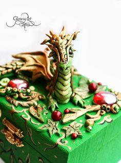 Legújabb kincses ládikám, egy igazán különleges kis sárkánnyal :)     http://www.meska.hu/ProductView/index/891208                       Ez...