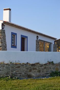 Secret Places, Cottage Homes, Algarve, Traditional House, Exterior Design, Sweet Home, Farmhouse, Azores, Architecture