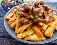 Hete friet met stoofvlees (van kip)   Eetspiratie Roast Beef Recipes, Healthy Chicken Recipes, Fish Recipes, Cooking Recipes, Slow Cooking, Good Food, Yummy Food, Man Food, Curry