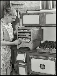 Framed vintage photograph of September Canfield, Ohio. Frank Rogers looking at a tray of blanched pencil pod beans on the dryer on top of a coal and wood range. Vintage Pictures, Old Pictures, Old Photos, Antique Photos, Old Kitchen, Vintage Kitchen, Kitchen Decor, Kitchen Walls, Kitchen Stove