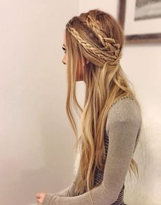 Again if you have straight hair, this works for u. I love how the braids are different thicknesses. #again