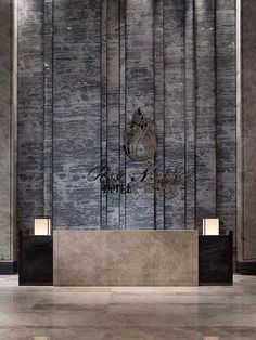 Working on a hotel lobby furniture interior design project? Find out the best furniture inspirations Reception Desk Design, Lobby Reception, Reception Counter, Lobby Furniture, Plywood Furniture, Furniture Design, Design Entrée, Interior Design, Design Ideas