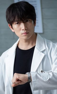 Doctor John – Yo Han suddenly feels dizzy during the presentation. At that moment, Si Young comes up to the stage. Korean Male Actors, Korean Celebrities, Asian Actors, Ji Song, Lee Bo Young, Park Ji Sung, Doctor Johns, Kdrama Actors, Seong